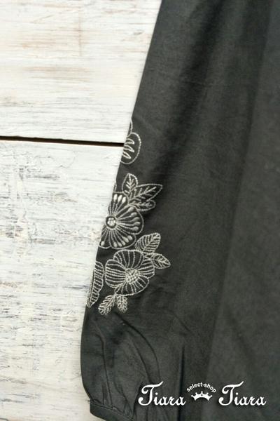 【Tiara Tiara】百貨同步aw 繡花袖純棉寬版長袖上衣(深綠/深灰/淺卡)