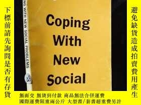 二手書博民逛書店CHINA罕見IN FOCUS COPING WITH NEW