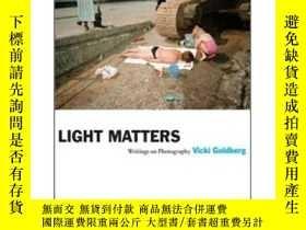 二手書博民逛書店Light罕見Matters: Writings on PhotographyY237948 Vicki Go