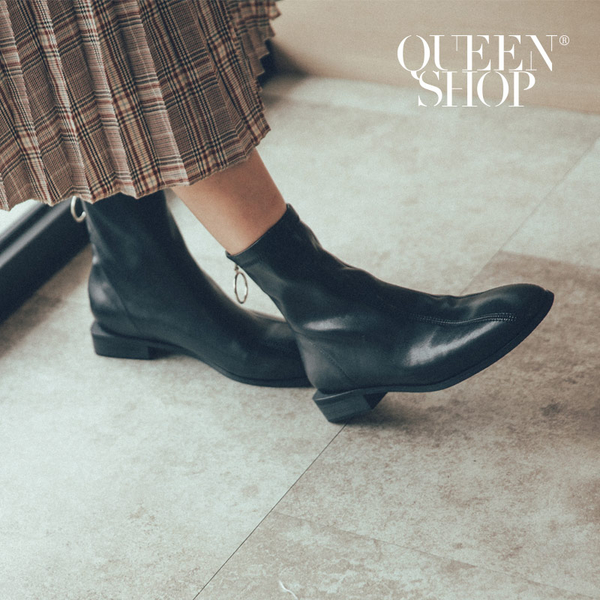 Queen Shop【05060122】簡約後拉鍊造型皮質短靴 兩色售 36-40*現+預*