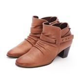 MICHELLE PARK 極致優雅小羊皮抓皺百搭皮帶粗跟靴-咖啡色