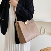 側背包水桶包女大容量新款時尚流行的網紅百搭簡約單肩包女士側背包 雙12全館免運