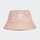 ADIDAS 漁夫帽 BUCKET HAT 粉紅 三葉草 電繡 印花 休閒 (布魯克林) GN4906