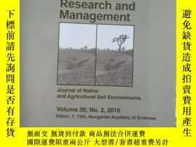二手書博民逛書店Arid罕見Land Research and Manageme