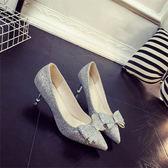 低跟鞋 銀色閃亮片蝴蝶結婚紗高跟鞋細跟新娘婚鞋伴娘紅色低跟鞋 傾城小鋪