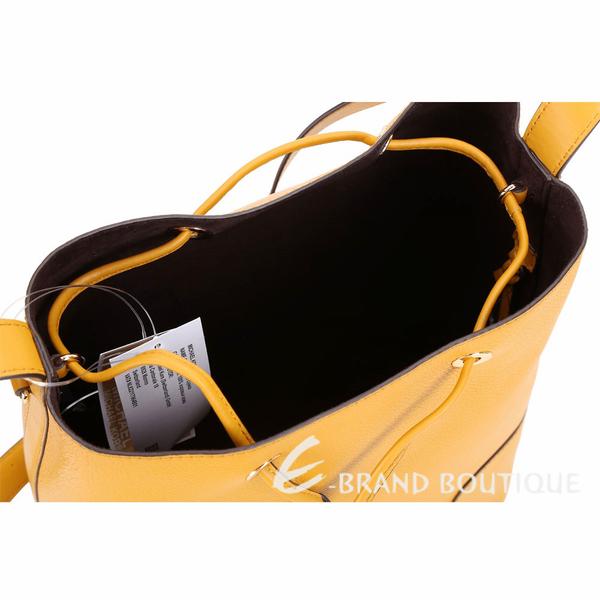 Michael Kors Cary 中型 荔紋皮革拼接束口水桶包(菊黃色) 1910289-66