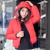 質感保暖外套--俐落保暖禦寒防風立領連帽雙口袋合身款鋪棉外套(黑.紅XL-5L)-J306眼圈熊中大尺碼