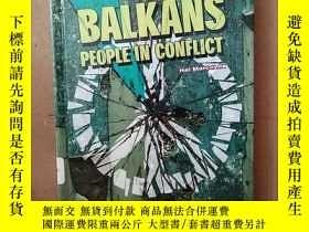 二手書博民逛書店The罕見Balkans People In Conflict (People At Odds)Y269331