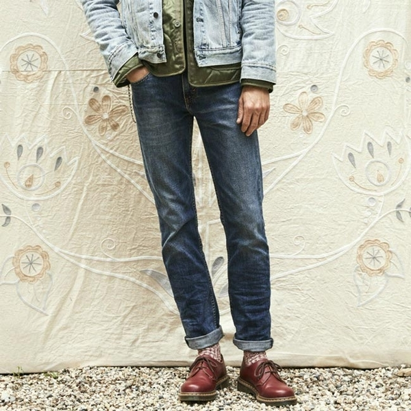 Levis 男款 511 低腰修身窄管牛仔長褲 / 赤耳 / 硬挺厚磅 / 微彈性 / 延續款