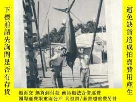 二手書博民逛書店The罕見Last Marlin: The Story of a Family at Sea 英文原版-《最後的馬