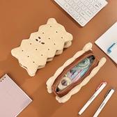 筆袋 夾心餅干毛絨鉛筆袋 簡約潮ins大容量日系小學生可愛文具盒少女心 歐歐
