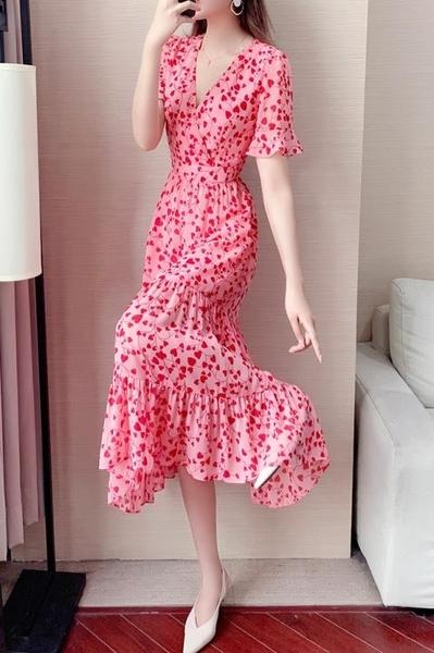 V領性感雪紡洋裝裙 碎花ins連身裙女夏天裙子夏裝2021新款顯瘦氣質粉色長裙 維多原創