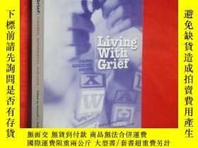 二手書博民逛書店Living罕見with Grief 【詳見圖】Y5460 IS