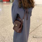 水桶包 2018新款韓國簡約百搭款PU皮純色金屬扣單肩斜跨水桶包女包 全館免運