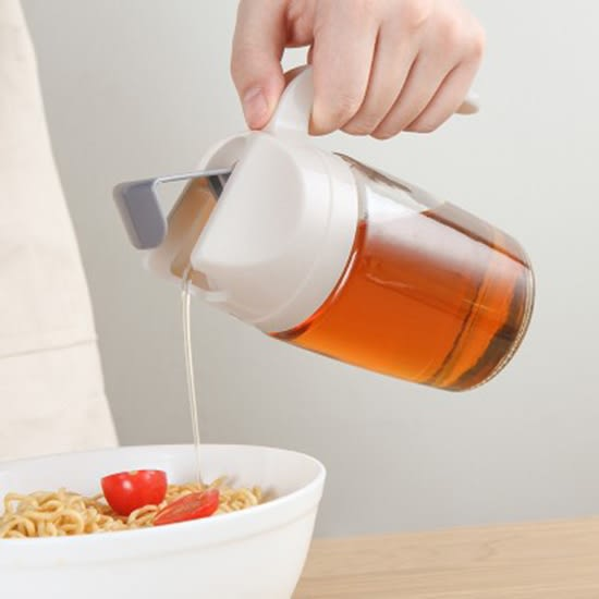 握把玻璃油壺(600ML)自動掀蓋 可回油 油瓶  防漏油罐 控油 醬油瓶 醋壺 廚房  【R60】慢思行