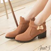 Ann'S時尚關鍵-金色鎖釦粗跟短靴 駝