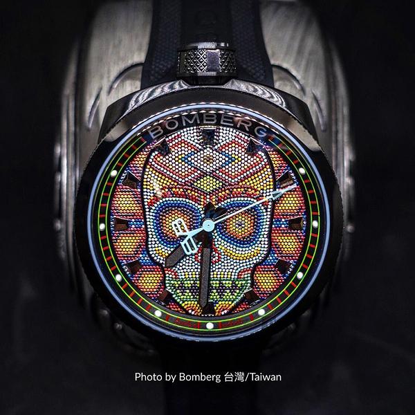 BOMBERG 炸彈錶 BOLT-68 Skull Pearl 珍珠骷顱手錶-彩色 BS45H3PBA.SKP-3.3