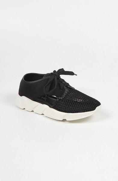 ALL BLACK  綁帶透氣網狀休閒鞋 (黑)