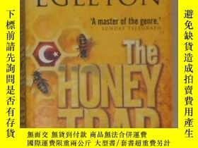 二手書博民逛書店英文原版罕見The Honey Trap by CLIVE EG
