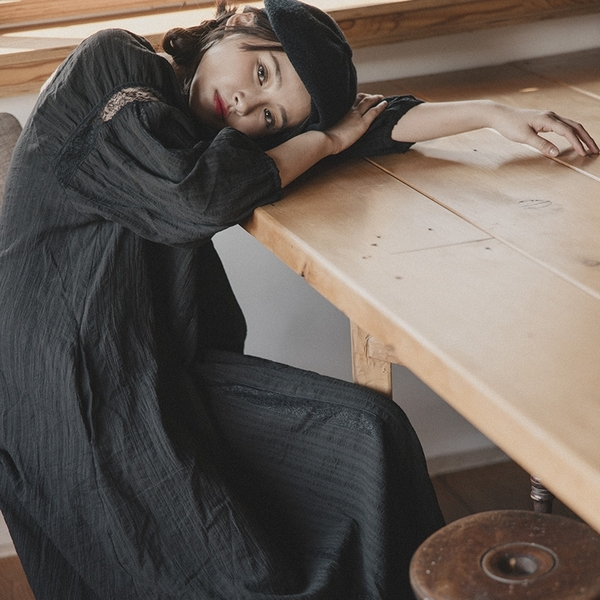 Queen Shop【01085143】小V領黑蕾絲拋袖設計洋裝*現+預*