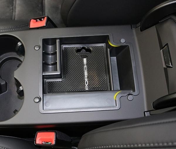保時捷Macan中央儲物盒 小卡宴扶手箱收納箱 Porsche汽車精品內飾改裝