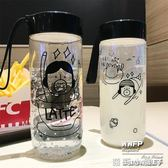 塑料隨手杯創意潮流太空杯帶蓋提繩便攜大容量防漏耐摔杯子學生水瓶 全館免運