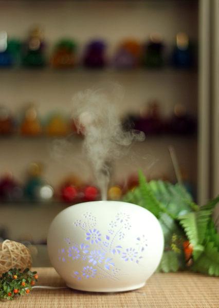 karoli卡蘿萊鏤雕白瓷M7香氛水氧機送4罐10ml精油 陶瓷款 小夜燈