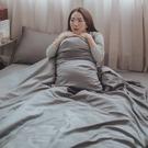 Life素色系列-紳士灰 S3單人床包與雙人鋪棉兩用被三件組 100%精梳棉(60支) 台灣製 棉床本舖