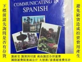 二手書博民逛書店Communicating罕見in Spanish: Book Audio Cassette Package: E