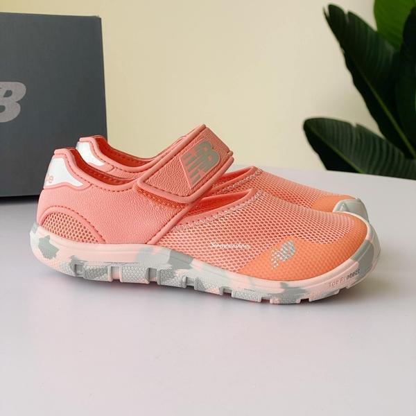 《7+1童鞋》中童 NEW BALANCE YO208PK2 輕量 護趾涼鞋 9593 橘色