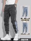 2021年夏季薄款牛仔褲男寬松工裝哈倫褲大碼三條杠春秋新款運動褲 創意新品