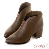 amai彈性V口同色系粗跟短靴  淺咖