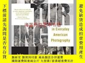 二手書博民逛書店Picturing罕見Men: A Century of Male Relationships in Everyd