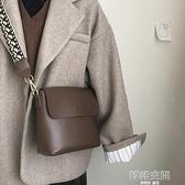 包包女2021新款潮網紅單肩水桶包高級感法國小眾包百搭ins斜背包側背包