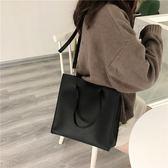 側背包韓版春款百搭斜背包休閒氣質大容量純色側背包簡約女包包 唯伊時尚