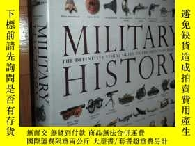 二手書博民逛書店Military罕見History: The Definitive Visual Guide to the Obj