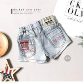 美式字母皮革個性牛仔短褲 丹寧褲 洗白 英文 車線 復古 女童 哎北比童裝