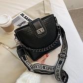 錬條小包包女包2020流行新款潮時尚百搭水桶包簡約質感單肩斜背包 美眉新品