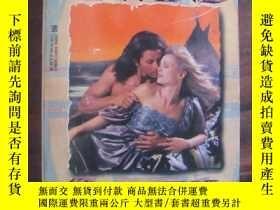 二手書博民逛書店Await罕見the Wind(情愛小說)Y85718 Roch