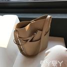 水桶包 包包2021新款簡約休閒側背大容...