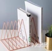 北歐鐵藝簡易桌面書架辦公室桌上書擋創意書立裝飾置物架  JY7305【Pink中大尺碼】