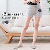 休閒褲--簡約俏皮前後口袋腳印鬆緊抽繩褲頭短褲(淺灰.深灰M-2L)-R142眼圈熊中大尺碼