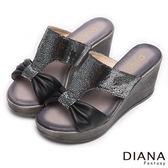 DIANA 摩登叢林--圓點抓皺蝴蝶真皮楔型涼鞋-黑x銀★特價商品恕不能換貨★