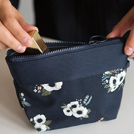 ✭慢思行✭【B53】韓版印花款化妝包 拉鍊 分類 收納 旅行 護照 外幣 化妝品 相機 小物 行動