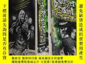 二手書博民逛書店skulduggery罕見pleasant playing with fire 玩火愉快..Y200392
