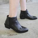 真皮短靴-R&BB牛皮*時尚俐落圓尖頭平底低跟靴-黑色