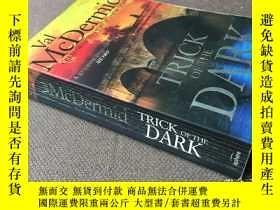 二手書博民逛書店Trick罕見Of The Dark (英語)Y278316 V