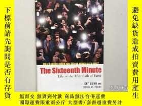 二手書博民逛書店The罕見Sixteenth Minute: Life in t