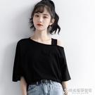 2021夏季新款小心機設計感吊帶漏肩短袖T恤女寬鬆韓版黑色上衣潮 時尚芭莎