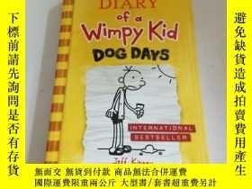 二手書博民逛書店DIARY罕見OF A WIMPY KID DOG DAYS(英